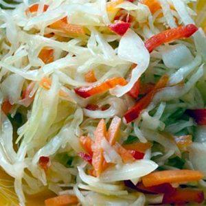 Салат из капусты, моркови, яблок и сладкого перца