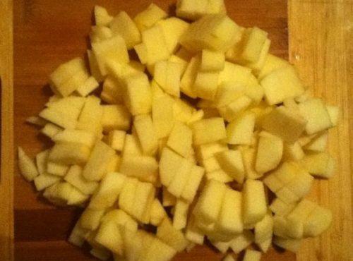 Как испечь шарлотку с яблоками1