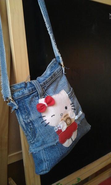 5b1060e5fd6a Детская сумочка для девочек из старых джинсов своими руками