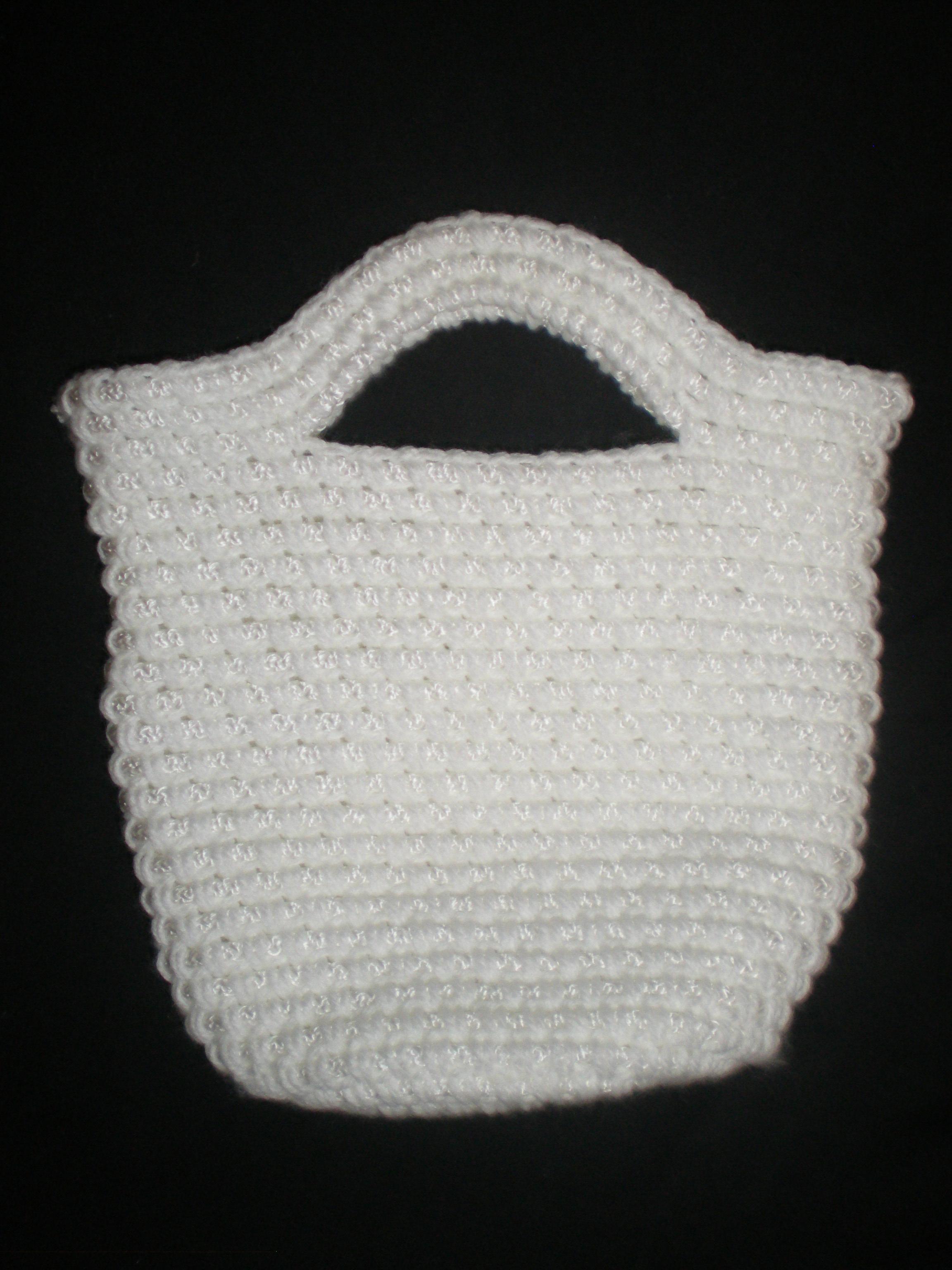7acf1dc76c59 Размер и форму сумки можно сделать такими, как подскажет фантазия. Сумка  может быть прямоугольной или трапециевидной формы, в виде цилиндра или в  виде ...