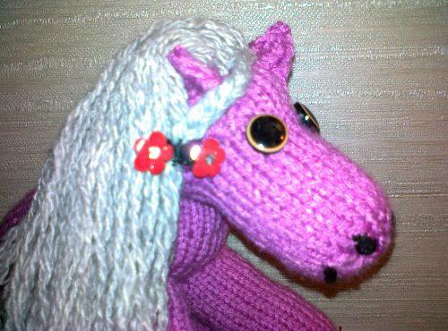 вязаная игрушка-лошадка